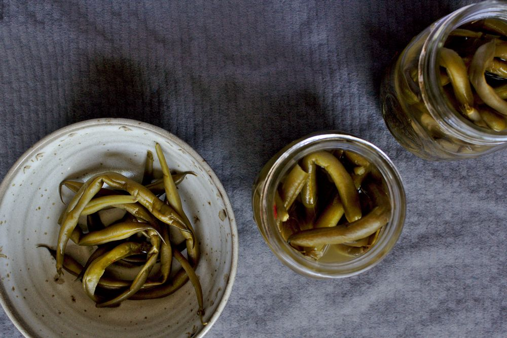 green bean pickles in mason jars