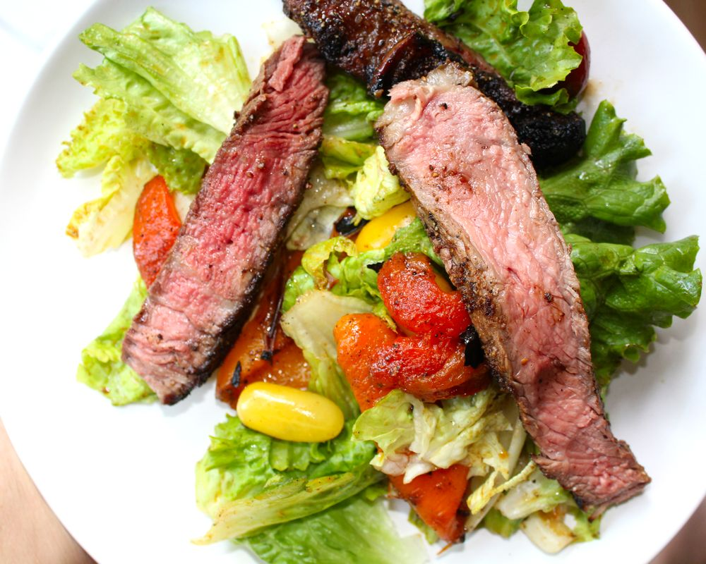 steak salad with grilled bell peppers
