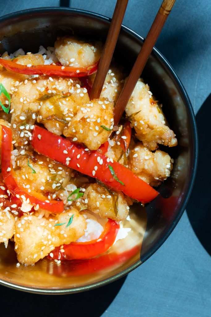 chinese chicken with bell pepper and sesame seeds
