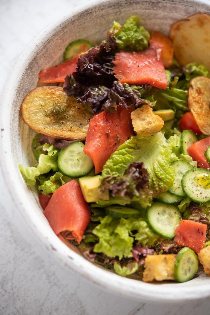 salmon salad with lemon dill dressing