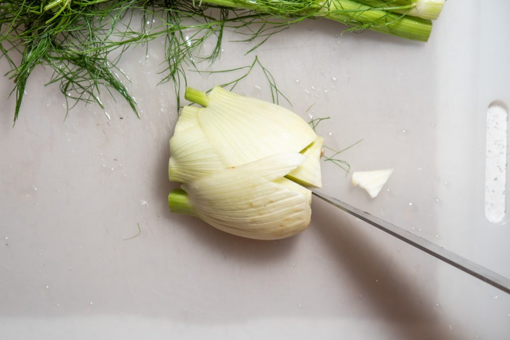 removing the core from fennel bulb