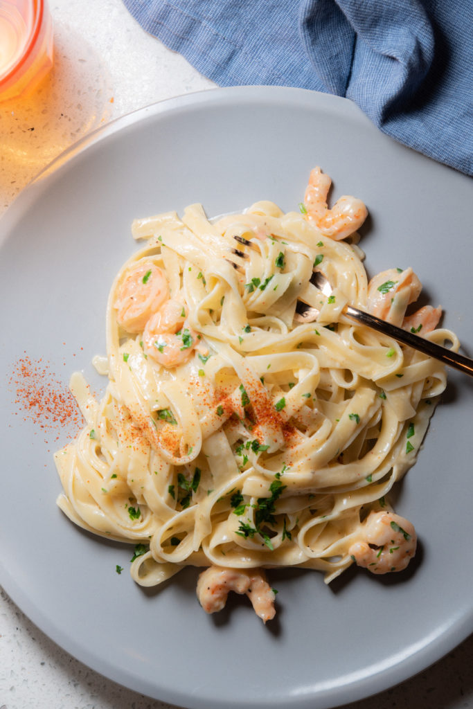fettuccine pasta with shrimp and alfredo sauce