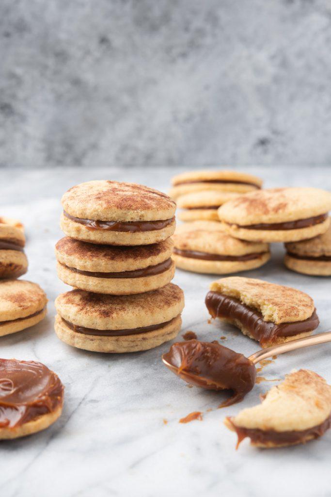 dulce de leche cookies (alfajores)