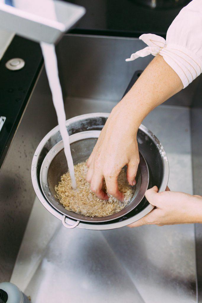 rinsing rice